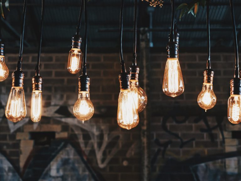 Jaką rolę pełni oświetlenie uliczne?